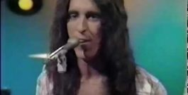 """WATCH: """"Brandy (You're a Fine Girl)"""" LIVE by Looking Glass – 1972"""